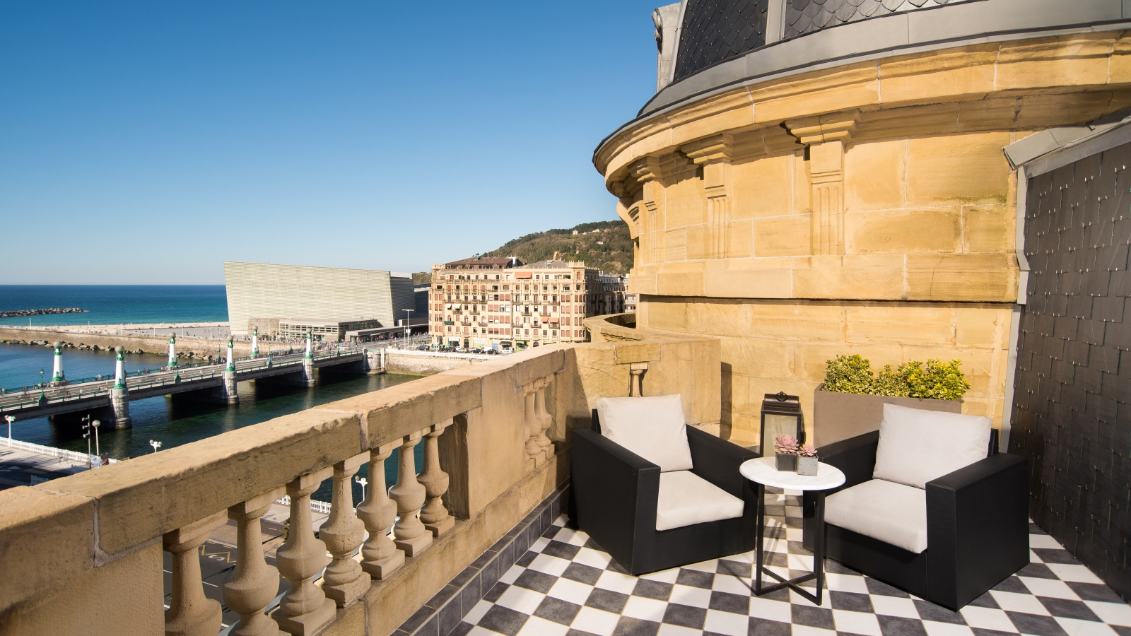 Terrace suites at hotel maria cristina san sebastian for Hotel the terrace