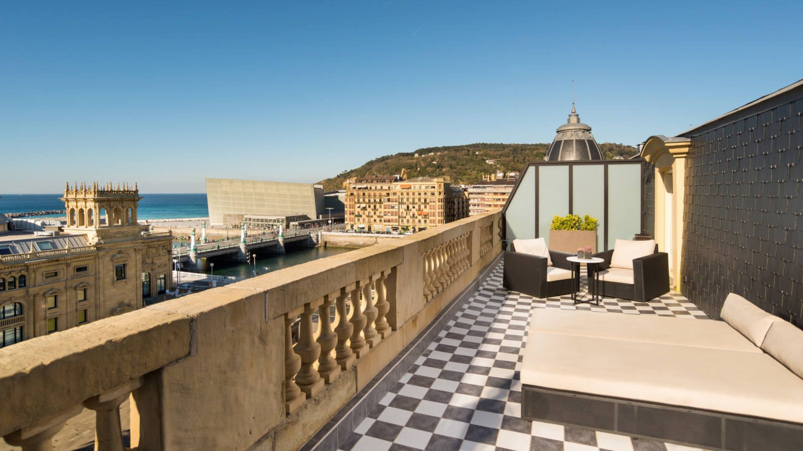 hotels with balcony in San Sebastián